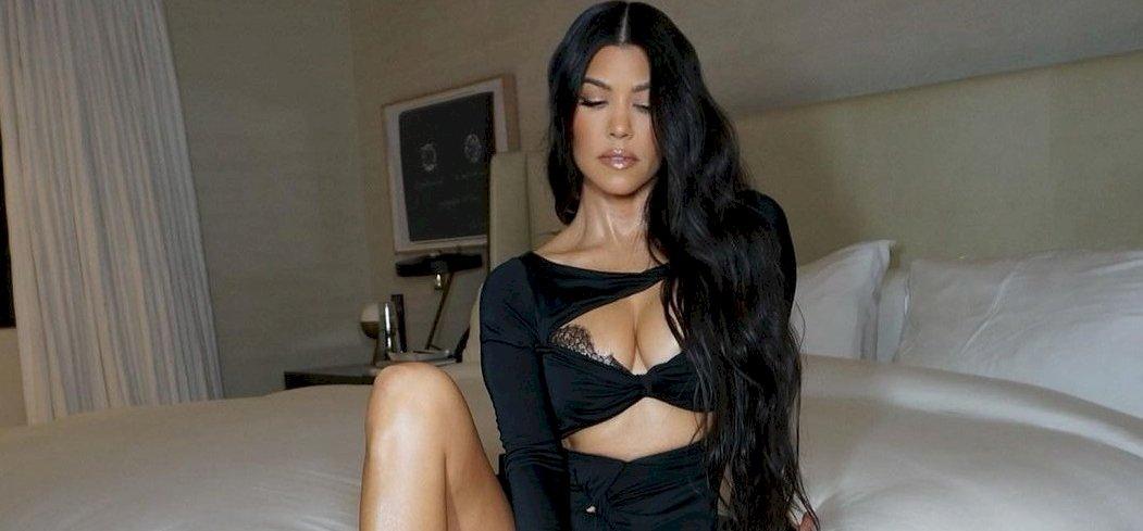 Kourtney Kardashian őrülten szexi az új bikinijében – válogatás