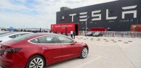 Irtó ciki balesetet csinált önvezető módban a Tesla egyik autója