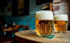 Megváltozik a kinézete a magyarok egyik kedvenc sörének - mutatjuk!