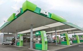 Nagy árcsökkenés várható április 1-től a hazai benzinkutakon