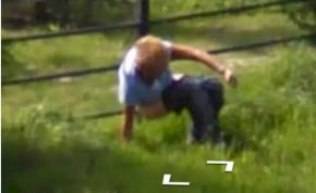 A Google Maps legújabb villantása: a bokáig letolt nadrágú férfi