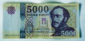 Az egész ország egy 5000 forintost keres, eltemették Fülöp herceget