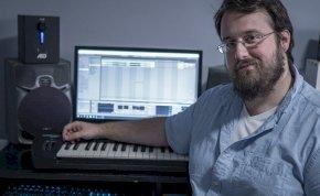 A járvány frontvonalában dolgozóknak írt dalt a veszprémi zeneszerző