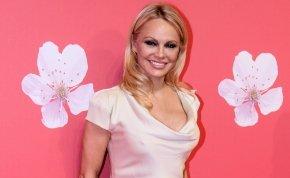 Hihetetlen átalakulás: Pamela Anderson tökéletes képmásává vált az őt alakító színésznő – fotó