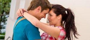 Testbeszéd: 5 jel, hogy a pasi szerelmes beléd