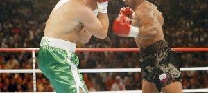 Időutazó járt egy 1995-ös Mike Tyson mérkőzésen? – hátborzongató fotó
