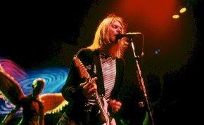 Kurt Cobain koncert közben mentett meg egy lányt, akit éppen molesztáltak – videó