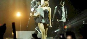 Lady Gaga brutálszexi tangabugyiban fürdőzött, az internet 10 percre kiakadt - fotó