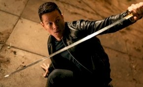 Végtelen: Mark Wahlberg most szamurájkarddal menti meg a világot – kritika