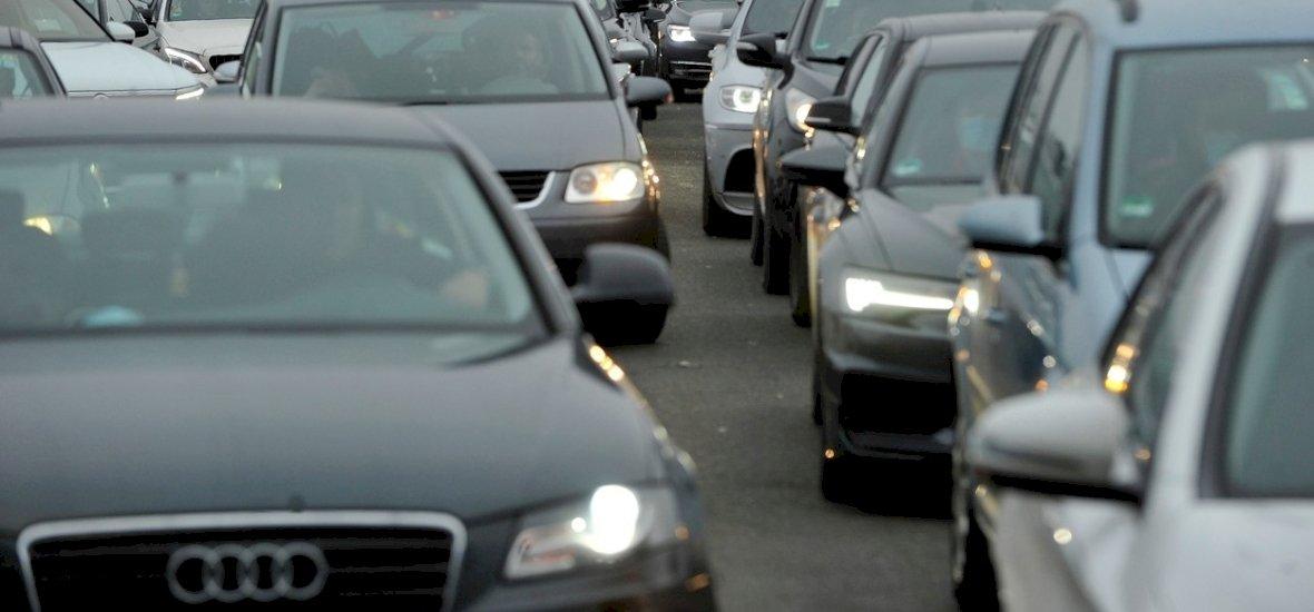 Megáll a közlekedés Budapesten, hatalmas dugókra kell számítani