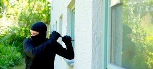 6 tipp, hogy tartsd távol a betörőket, amíg a családdal nyaralsz!