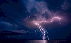 Derült égből villámcsapás lesz csütörtökön, ami véget vet a kánikulának