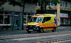 Tapasztalatlan gyerekeket küldenek ki a mentők a sürgős esetekhez?