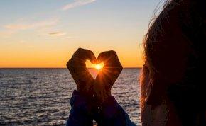Válassz a 3 kártya közül és kiderül: várható változás a szerelmi életedben? – napi jóslás