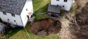 Hátborzongató hasadások nyíltak a földben a horvát főváros közelében