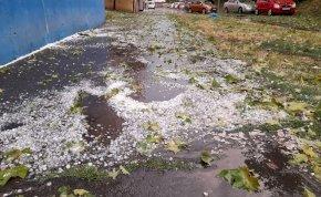Debrecent szétcsapta a vihar, jégveréssel érkezett az ítéletidő – képek