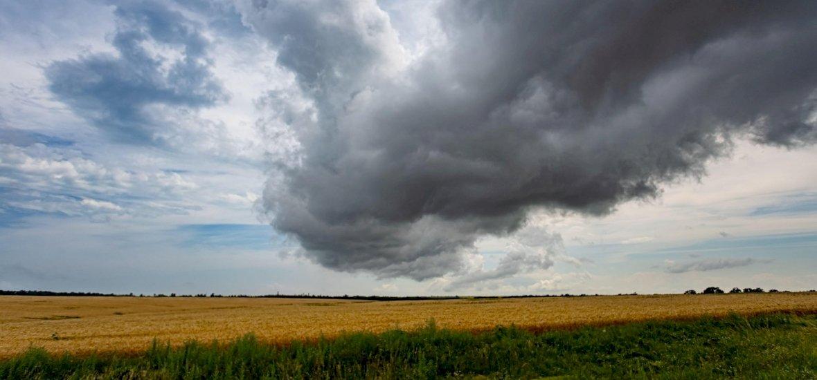 Hidegfront súrolja Magyarországot, és ennek tapintható következményei lesznek - íme a keddi időjárás-előrejelzés!