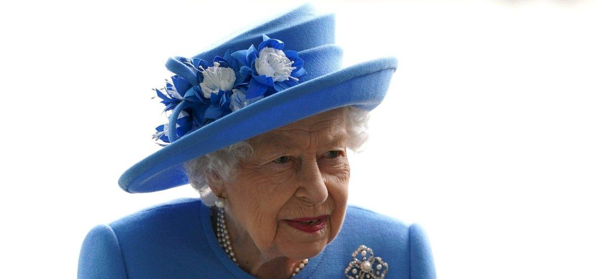 II. Erzsébet már 50 éve nem vette fel ezt a ruhadarabot egyetlen nyilvános eseményen sem - tuti, hogy nem találod ki, melyik ez