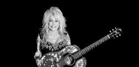 75 évesen a Playboy nyuszis jelmezben?! Dolly Parton megteszi, mert megteheti!