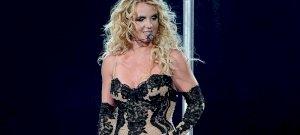 Britney Spears felszabadult, és már mellbimbót is villant a követőknek