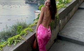 Emily Ratajkowski mellett érkezik a világ legnagyobb keblű modellje is – válogatás