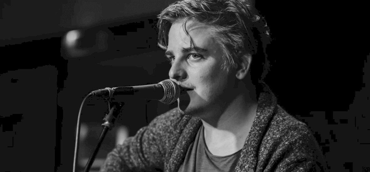 Hatalmas elismerésben részesült az AWS fiatalon elhunyt énekese