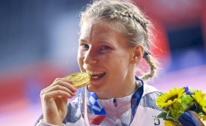 Miért akarják ennyire megenni az olimpikonok az érmeiket?