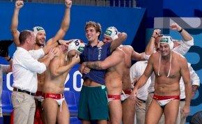 Így ünnepelte a búcsúzó Nagy Viktort a bronzérmes férfi vízilabda-válogatott - videó