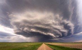 Heti időjárás: zivatarok és viharos széllökések kavarhatnak be jövő héten a napsütésbe