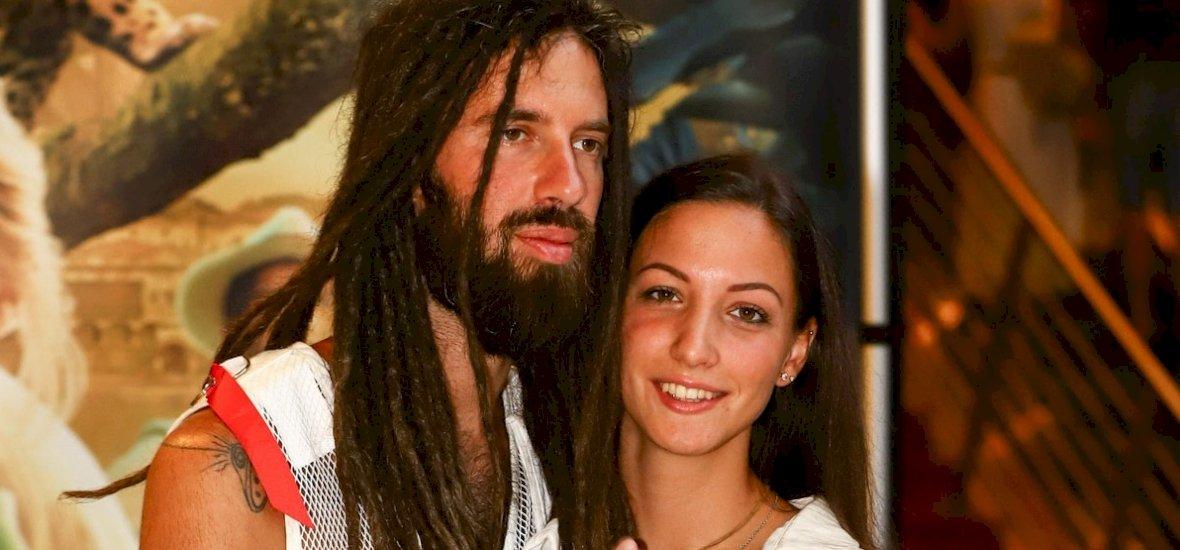 Varga Viktor bevállalta: anyaszült meztelenül pózolt a barátnőjével – fotók