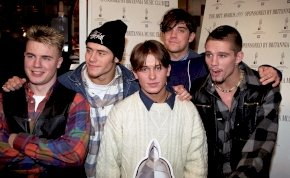 Így néz ki most a Take That egykori hidrogénszőke énekese - sármos férfivá érett