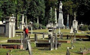 A temetőben lett szerelmes a férfi, egy sírnál, amelynek hátborzongató története van