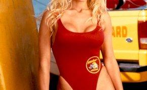 Így néz ki most a Baywatch csúcsbombázója, Pamela Anderson - még ma is laza 4 fokkal megemeli a hőmérsékletet a nappalidban
