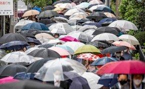 Hatalmas eső zúdul az országra augusztus utolsó napján - Kedden a záporok-zivatarok mellett erős széllökésekre kell számítani