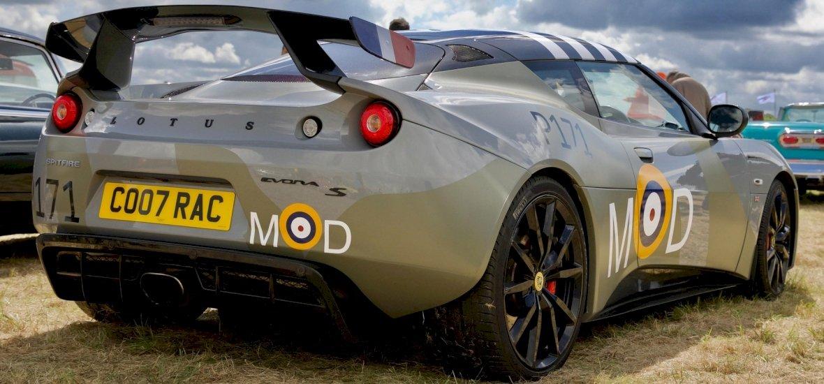 A Lotus új virágai: elektromos autókkal robbantana a patinás márka
