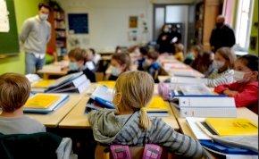 Kitört a pánik: Nem hatástalanított bomba pihent egy ukrajnai általános iskolában