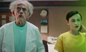 Íme az élőszereplős Rick és Morty, ráadásul a Vissza a jövőbe-trilógia Dokijával! – videó