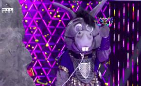 Botrány az Álarcos énekesben! Az egyik versenyző bemutatott Szandinak