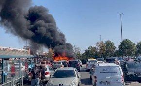 Félelmetes dolog történt az Auchan egyik parkolójában – videó