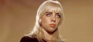 Billie Eilish úgy néz ki, mintha az őrültek házából szabadult volna – fotó