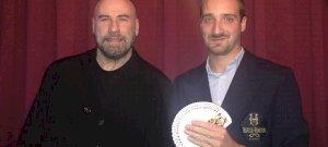 Szűcs Ádám megmutatta, hogy mi volt John Travolta kedvenc kártyatrükkje – videó