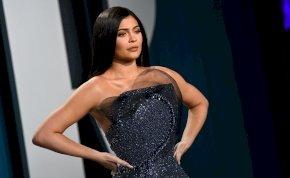A terhes Kylie Jenner ennél nem is lehetne szexibb melltartóban – válogatás