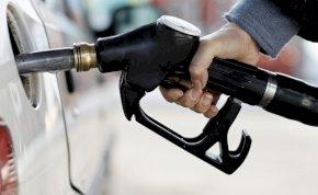 Döbbenet: ismét emelkedik a benzin ára, történelmi rekord - szerdától ennyivel kell majd többet fizetnünk a benzinkutaknál!