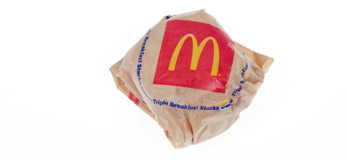 Nem fogod elhinni, hogy mit talált egy férfi a Mekis szendvicsében – fotó
