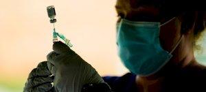 Tényleg jó, ha összekeverjük a vakcinákat? Ha harmadik oltást tervezel, akkor ezeket nem árt tudnod!