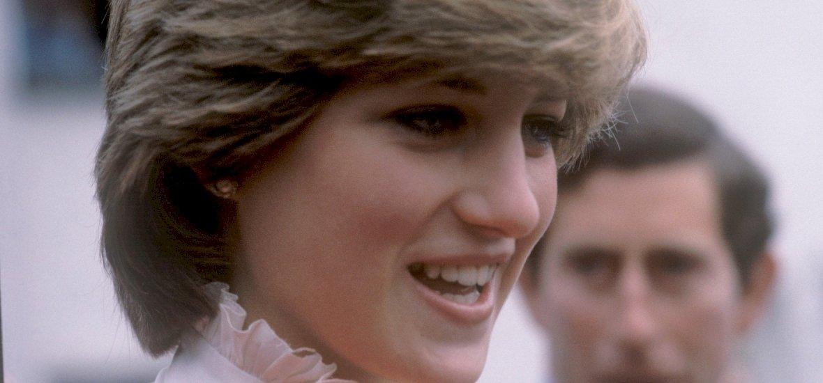Úristen, ez a nő tényleg Diana hercegnő hasonmása