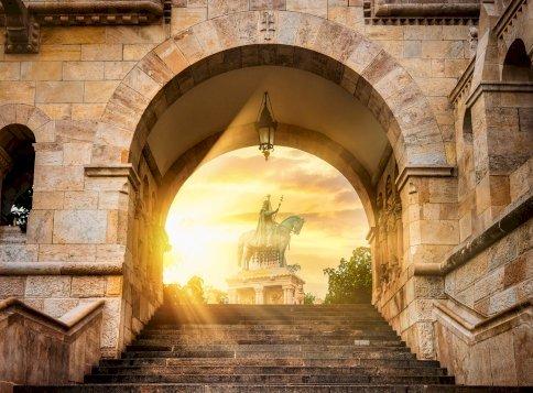Kvíz: tudod, miért ferde a magyar Szent Koronán a kereszt? Nagyon meg fogsz lepődni a válaszon