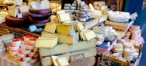 Tartós drágulás következik - Az év végére brutálisan emelkedhet ennek a három tejterméknek az ára