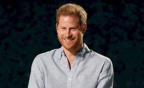 Döbbenetes fotó került elő Harry hercegről, most rajta röhög a fél világ - kép
