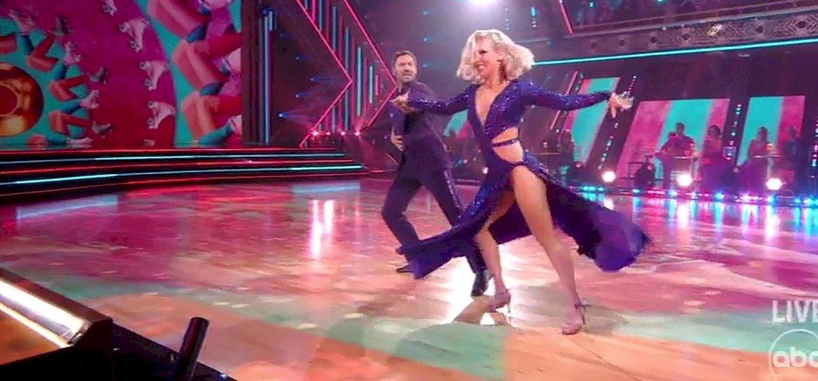 Hatalmas csók csattant el a Dancing with The Stars színpadán a produkció után a párostól Amerikában - videó